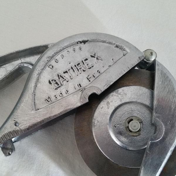 HACHOIR ANCIEN MARQUE BATIREX 3