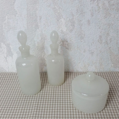 Garniture de toilette ancienne opaline