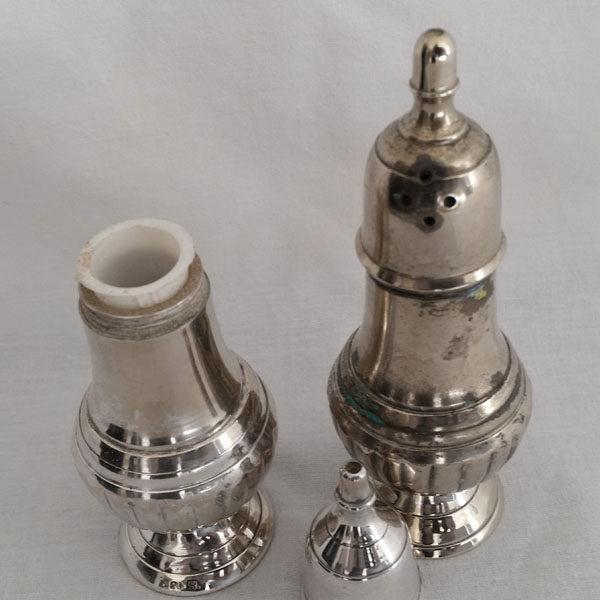 Salière poivrière en métal argenté 3