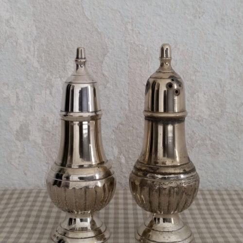 Salière poivrière en métal argenté