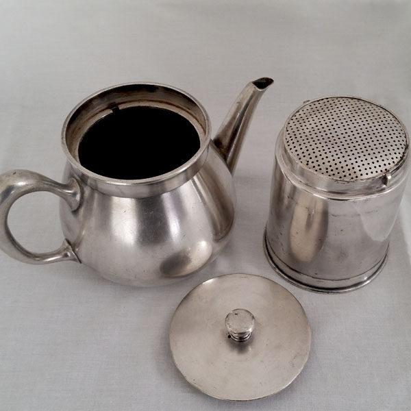 Cafetière en métal argenté Christofle 2