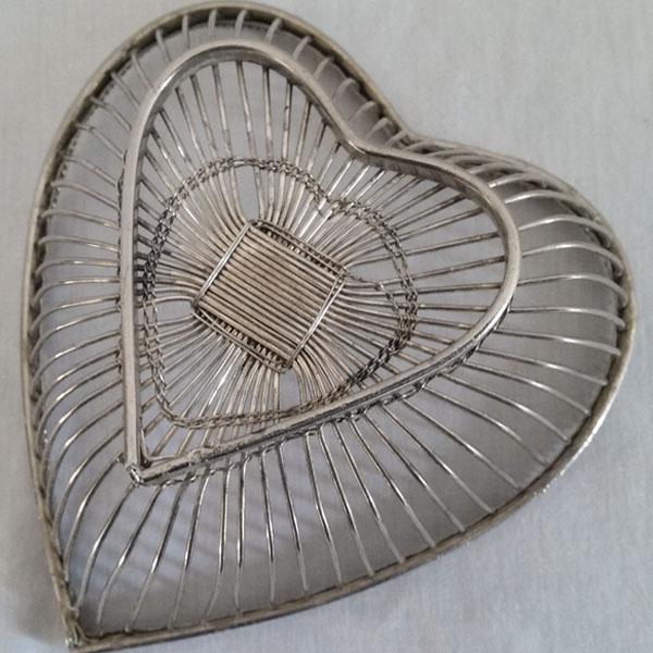 Corbeille forme coeur en fil 3