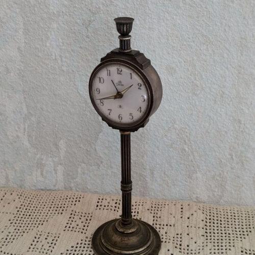 Pendulette sur colonne ancienne