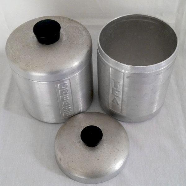 Pots à épices anciens aluminium 3