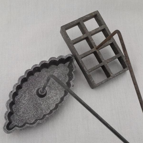 Fers à beignets anciens en métal 3