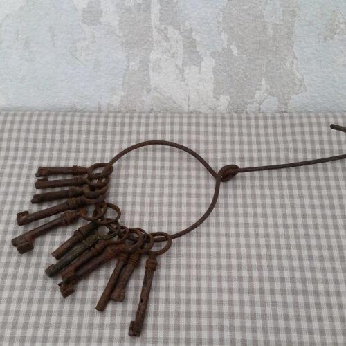 Petites clés anciennes métal